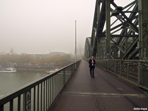 Cologne, Hohenzollern bridge, Thursday 29.10.2009_07