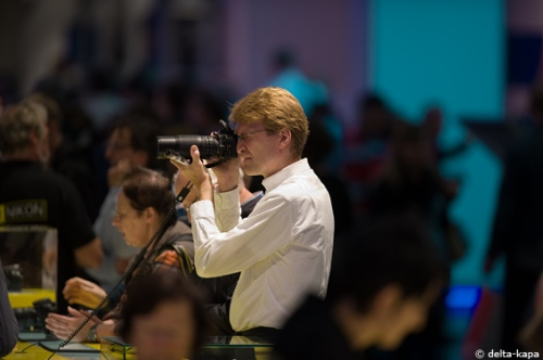 Foto: a man with a camera at the Photokina 2010