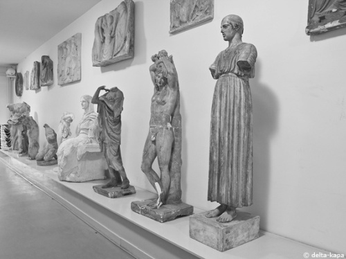 Sculptures in a corridor at the Kunstakademie Düsseldorf (Rundgang 2011)